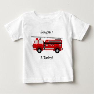 Camiseta Para Bebê T-shirt do bebê com carro de bombeiros, nome e