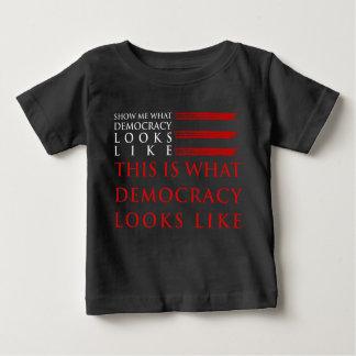 Camiseta Para Bebê T-shirt escuro do jérsei do bebê da democracia