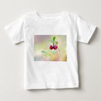 Camiseta Para Bebê Tiro macro da airela que cresce na floresta