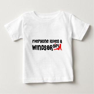 Camiseta Para Bebê Todos ama uma menina de Windsor