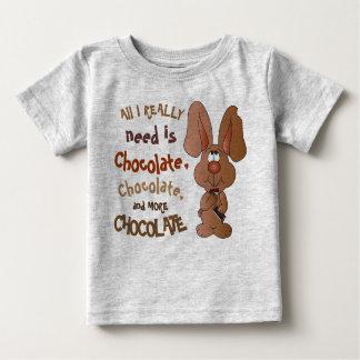 Camiseta Para Bebê Tudo que eu preciso realmente é chocolate -