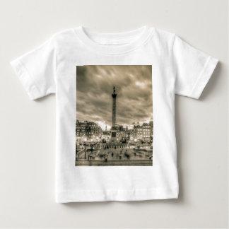 Camiseta Para Bebê Turistas no quadrado de Trafalgar, Londres