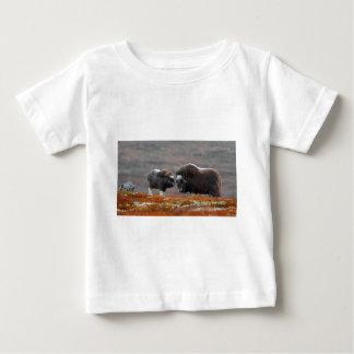 Camiseta Para Bebê Um boi e uma vitela de Musk