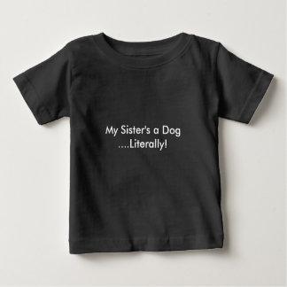 Camiseta Para Bebê Um cão da minha irmã