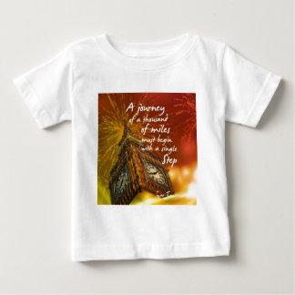 Camiseta Para Bebê Um longo caminho começa com uma única etapa