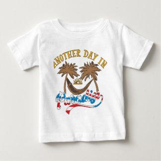 Camiseta Para Bebê Um outro dia no paraíso