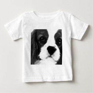 Camiseta Para Bebê Um spaniel de rei Charles descuidado preto e