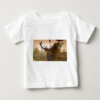Camiseta Para Bebê Um veado vermelho masculino mistura dentro o