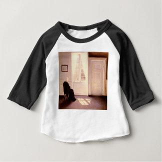Camiseta Para Bebê Uma leitura da mulher por uma janela