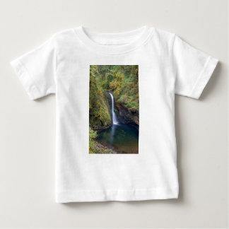 Camiseta Para Bebê Uma mais baixa angra do montículo cai mergulhando