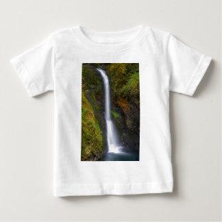 Camiseta Para Bebê Uma mais baixa angra do montículo cai no Outono