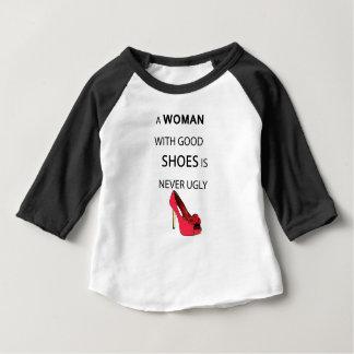 Camiseta Para Bebê uma mulher com bons calçados
