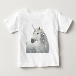 Camiseta Para Bebê Unicórnio do espírito com as flores na juba