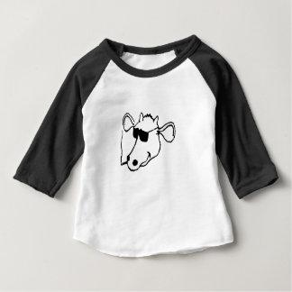 Camiseta Para Bebê Vaca de fumo com óculos de sol