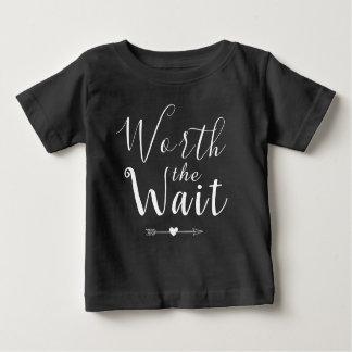 Camiseta Para Bebê Valor a espera - adopção - setas - bebê novo