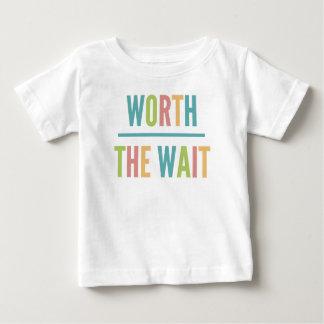 Camiseta Para Bebê Valor moderno a espera - adopção, bebê novo