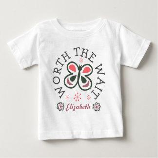 Camiseta Para Bebê Valor o presente da adopção da borboleta do rosa