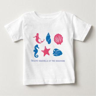 Camiseta Para Bebê Vendendo seashells no litoral - design original