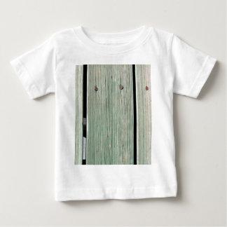 Camiseta Para Bebê Verde e passagem de madeira da prancha de Brown