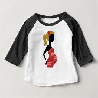 Camiseta Para Bebê Vermelho pintado mão surpreendente da menina