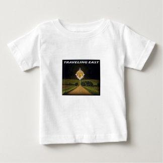 Camiseta Para Bebê Viagem para o leste