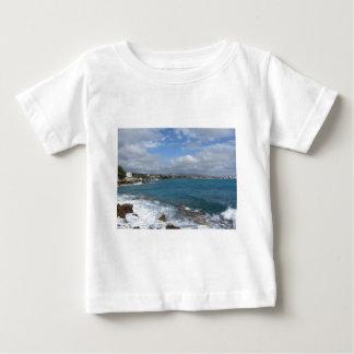 Camiseta Para Bebê Vista da costa de Castiglioncello perto da cidade