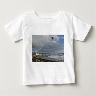 Camiseta Para Bebê Vista do terraço de Mascagni em um dia nebuloso