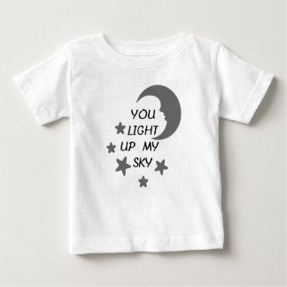 Camiseta Para Bebê Você ilumina acima meu T do bebê do céu