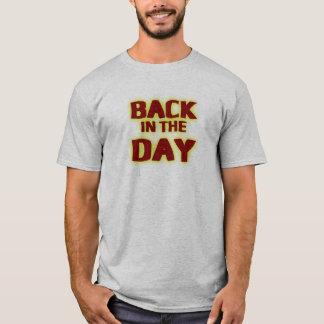 Camiseta Para trás no t-shirt do divertimento do dia