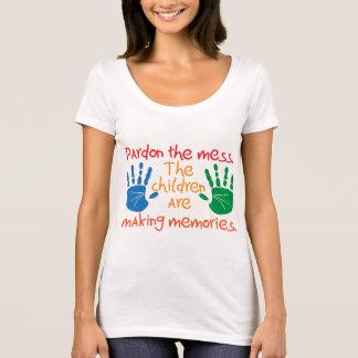 Camiseta Pardon a confusão que as crianças estão fazendo