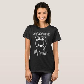 Camiseta Pare de olhar fixamente em meu t-shirt dos peitos