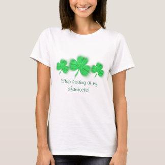 Camiseta Pare de olhar fixamente em meus trevos!