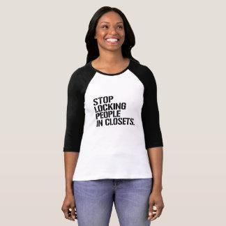 Camiseta Pare de travar pessoas nos armários - - os