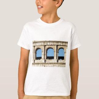 Camiseta parede de três arcos
