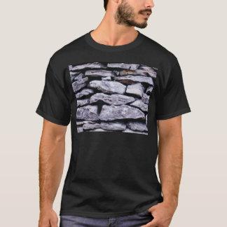 Camiseta parede empilhada da rocha