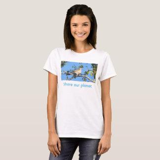 Camiseta Parte branca da pomba da asa o t-shirt do planeta