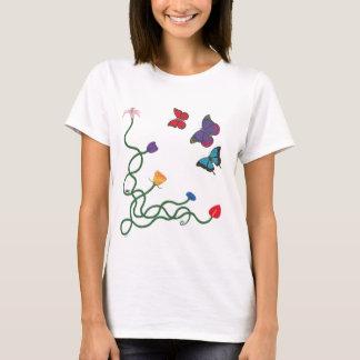 Camiseta Parte dianteira das flores e das borboletas