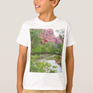 Camiseta Passadiço através do rio do Virgin