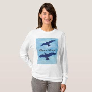 Camiseta Pássaros que voam o céu azul