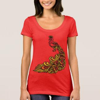 Camiseta pavão 3-D com plumagem vermelha, alaranjada e