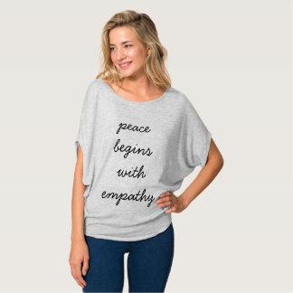 """Camiseta Paz superior das mulheres a """"começa com a empatia"""