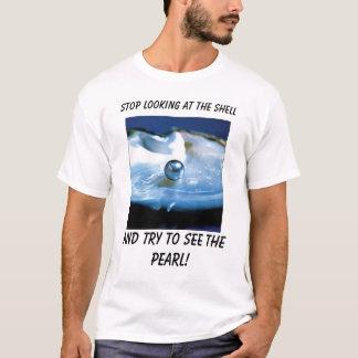Camiseta Pearl_Oyster, parada que olham o escudo, e tr…