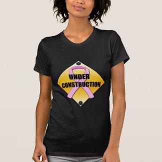 Camiseta Peitos sob a construção ($32,00)