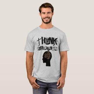 Camiseta Pense diferentemente