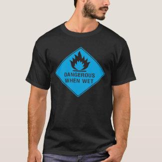 Camiseta Perigoso quando molhado