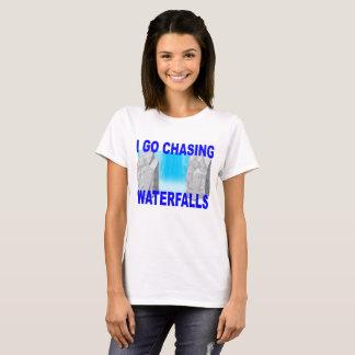 Camiseta Perseguindo cachoeiras. .png
