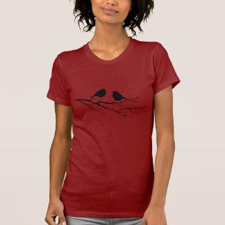 Camiseta Personalize os pássaros da cor dois na natureza da