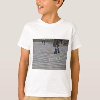 Camiseta Pés da cara em skates inline. Patinadores Inline
