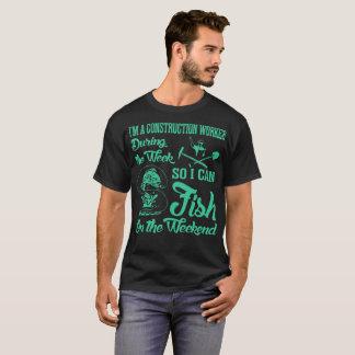 Camiseta Pesca dos peixes do trabalhador da construção no