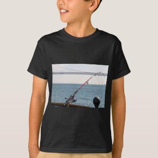 Camiseta Pesca Rod no cais em San Francisco Bay